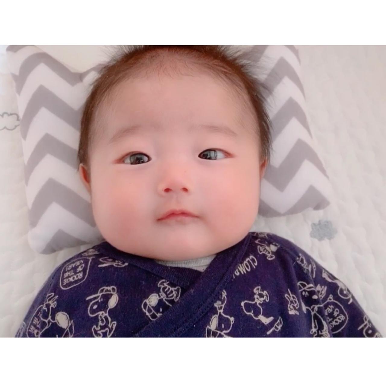 このお顔たまらなく可愛い 赤ちゃんてとことん癒し