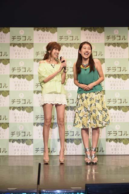 う~ん、確かにこの脚の長さ、安村さんじゃなくても見とれちゃいますよね!仁香さんといえばモデル界でも「細~くて長~い脚」で有名なのです。