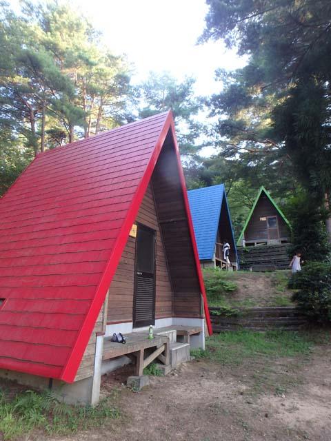 まるで絵本の世界! 色とりどりの三角屋根