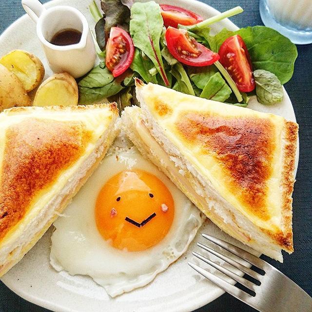 aki.suzuさん 「娘の朝食は、太陽sunのクロックムッシュ。目玉焼きにのりとゴマをプラスするだけでこんなに可愛い」